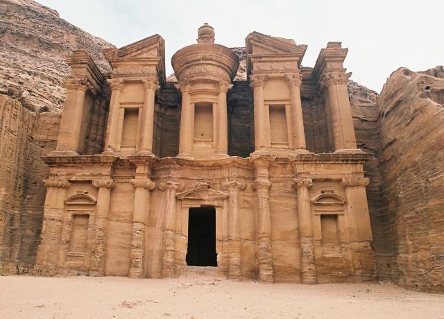 ヨルダンの観光オススメや治安は?旅行(ツアー)のベストシーズンや世界遺産も