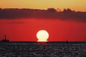 ダルマ(だるま)朝日・夕日とは!見える条件は?太陽が赤くなるのはどうして!画像あり